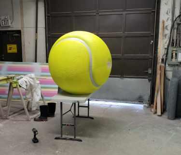 Oversize-Tennis-Ball